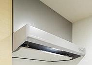 レンジフードの整流板と呼ばれるパネルが煙を効率よく集めます。さらにフードと連動して開き、室内外の気圧差を抑える給気口を設置しています。
