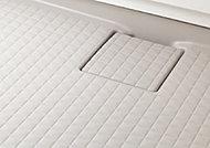 浴室内の床は、水はけがよく乾きやすいモザイクパターンを採用。足元が滑らないように配慮しています。