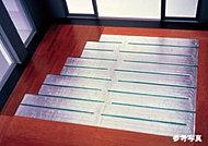 リビング・ダイニングの床に、足元からあたためる床暖房を標準装備。ホコリが舞い上がりにくいクリーンな暖房です。