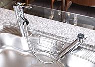 蛇口を引き出して使える「浄水器一体型シャワー水栓」