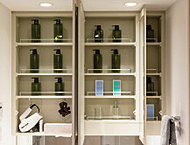 内側は、よく使うアイテムを使いやすく収納できるように設計しました。