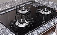 熱や衝撃に強く、お手入れが簡単なガラストップコンロを採用。上品なキッチンを演出します。