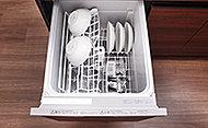 洗いから乾燥までスピーディに仕上がる食器洗浄乾燥機を採用。後片付けの手間が省けます。