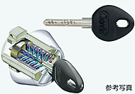 各住戸の玄関錠にはピッキングやドリル穴あけにも強い、防犯性の高いシリンダーキーを採用しています。