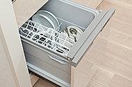 熱湯による洗浄後、熱風で乾燥。衛生面に配慮。
