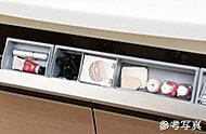 細かなメイク用品の整理にも便利なポケット型収納を、洗面化粧台に備えています。