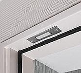 防犯センサーをセット後に、不正に玄関ドアが開けられた場合、警報が鳴るとともに「お客様センター」へ自動通報されます。