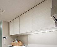食器がたっぷり収納できるキッチン吊り戸棚は地震の際に食器の飛出しを防ぐ耐震ラッチも設けました。※B・C1・C2・E1・E2・E3タイプに設置