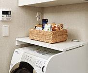 洗濯機上のカウンターは用途に応じて開閉可能。調理スペースの確保など、便利にお使いいただけます。※B・C1・C2・E1・E2・E3タイプに設置