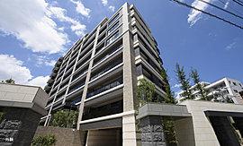 大濠公園を望む地上11階建。上質を纏った邸宅の贅。