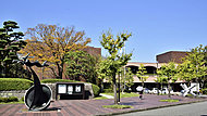 福岡市美術館 約1,220m(徒歩16分)