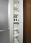 ふだん使いのタオルや肌着・洗濯用品などを分けて収納することができるよう、多くの棚を設けました。