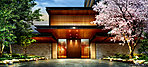 奥行きのある荘厳な門、連なる屋敷塀、そして緑に彩られた生垣など、かつてこの地にあった御屋敷のように「パークホームズ亀有 ガーデンズコート」は、日本建築の思想と伝統を駆使し、気品が薫る新たなレジデンスを創造する。