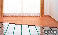 リビング・ダイニングには、部屋全体を足元から優しく温める床暖房を採用しました。