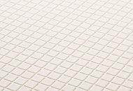 滑りにくく、水はけのよいほっカラリ床。断熱構造で足元の冷えを緩和しヒートショックを防ぎます。
