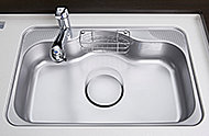 大きな鍋やフライパンも洗いやすいワイドシンク。裏面に制振材を使用した静音設計により、シンクに水が当たる音や食器の落下音などを軽減します。