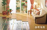 リビング・ダイニングには、足元から室内全体を健康的に暖めるガス温水式床暖房を装備。お部屋の空気を汚さず、ホコリも舞い上げない快適クリーン暖房