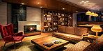 I街区に設けられた「本のラウンジ」。「紀伊國屋書店」選定の本を愉しみながら、ご自宅のリビングのようにゆったりソファでくつろげる空間です。