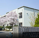 市立興文中学校 約670m(徒歩9分)