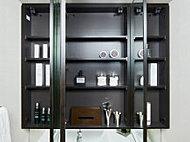 コスメや洗面道具などの小物類を収納できる三面鏡裏収納を採用。洗面室まわりを美しく保てます。