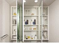 洗面用具の収納スペースをはじめ、ドライヤーフックやティッシュスペースを設けた三面鏡裏収納をご用意しました。