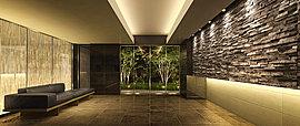 重厚な黒御影石の壁、ほのかにきらめく光壁が続く奥行きに満ちたホール、その先にモミジをはじめとする情趣あふれる景観と出逢えるアプローチが続いてゆく。