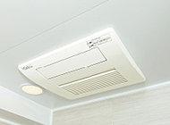 衣類脱臭機能付きのミストサウナを搭載した浴室暖房乾燥機を設置。除湿・防カビ対策に最適で、洗濯物の乾燥にもお使いいただけます。