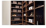 靴を履いたまま入れるシューズインクローゼットを設置。靴を収納するのはもちろんベビーカーやアウトドア用品などもしまえる収納スペースです。 ※1