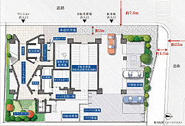 意匠だけでなく、居住性に配慮した敷地計画。二面通りに接した角地に誕生する、意匠にもこだわり抜いた本物件。周りの建物との間に道路があるので、距離を保つことができます。※ゴミ置場についてはご入居後管理組合の運営により変更となる場合があります。