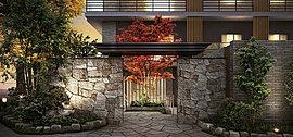 自然石を石積みして造られた重厚感あふれるゲートが空間に落ち着きを与えるメインエントランス。