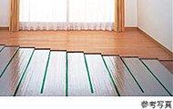 温度ムラや埃の舞い上がりもなく、清潔で快適な床暖房を標準装備。足元から部屋全体を心地よくあたためます。環境にもやさしいガス式を採用しました。
