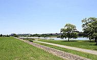 多摩川河川敷 約2,160m(徒歩27分) ※平成26年8月撮影