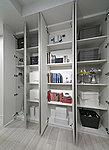 普段使うものをすぐに取り出せる収納スペースとして、物入をリビング・ダイニングや廊下に設置しました。