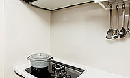 お料理による油汚れなどもサッとひと拭きできるホーローパネルです。熱に強く、汚れが染み込みにくい素材です。
