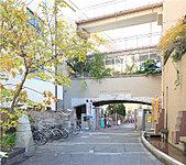 区立上野小学校 約240m