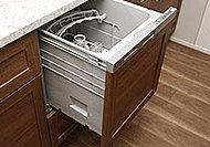 多くの食器を一度に洗え、後片付けの手間を軽減するビルトインタイプの食器洗い乾燥機を設置しました。