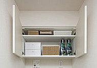 洗濯機まわりの小物や洗剤類などをスマートに収納。空間をすっきりと保ちます。