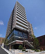 住宅・商業・公益施設による都市交流拠点。古くから東海道の宿場町として賑わった地にふさわしく、人や文化の新たな交流を生み出すプロジェクトを目指しました。地上14階建て、総戸数106戸のスケールで誕生する建物は、低層部に商業施設や公益施設を配置