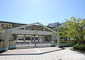 市立井吹台中学校(約2,070m・徒歩26分)