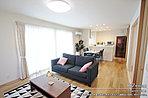 [67号地 内観]平成28年9月撮影 ※写真内の家具は価格に含まれますが、調度品は価格に含まれません。