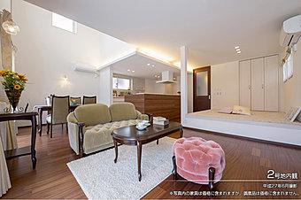 [2号地 内観]平成27年6月撮影 ※写真内の家具は価格に含まれますが、調度品は価格に含まれません。