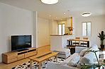 [2号地 内観]平成28年4月撮影 ※写真の家具・家電・調度品は価格に含まれません。