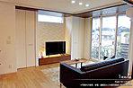 [内観写真]平成27年10月撮影 ※写真内の家具・テレビ・調度品などは販売価格に含まれません。