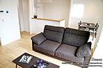 [2号地 内観写真]平成28年5月撮影 ※写真内の家具は販売価格に含まれますが、調度品などは販売価格に含まれません。