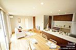 [1号地 内観写真]平成28年5月撮影 ※写真内の家具・調度品などは販売価格に含まれません。