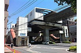 ・ 北九州都市モノレール 徳力嵐山口駅 (約280m)