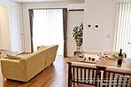 [2号地 内観写真]平成28年7月撮影 ※写真内の家具は販売価格に含まれますが、調度品は販売価格に含まれません。