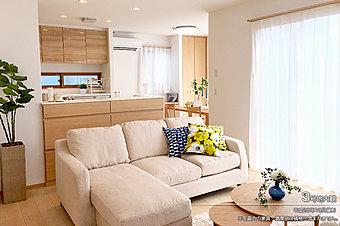 [2号地 内観]平成28年10月撮影 ※写真内の家具・調度品は価格に含まれません。