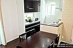 [2号地 内観写真]平成28年8月撮影 ※写真内の家具は販売価格に含まれますが、調度品は販売価格に含まれません。