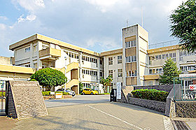 小山市立間々田東小学校(約1,150m:徒歩15分)